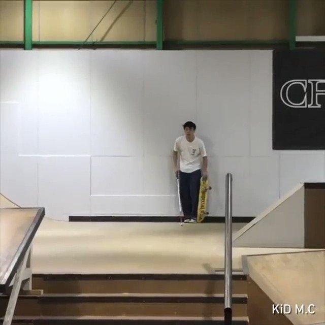 盲目のスケーターがスケボーで次々に技を決める動画がすごすぎる!!  https://t.co/XXSxkzs4Bk