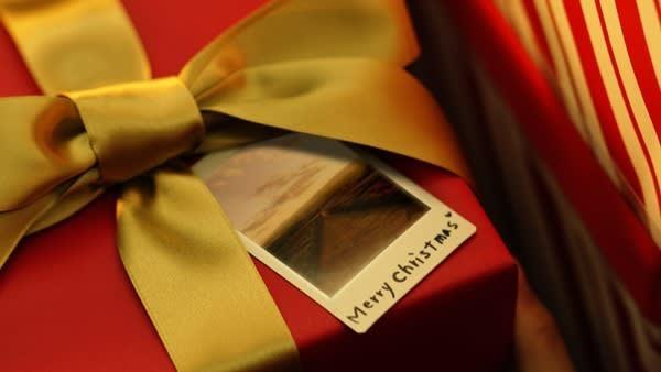 広瀬すず、真っ赤な衣装でプレゼント運ぶ「メリークリスマス」