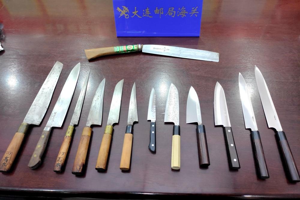 大連税関、日本の郵便物から規制対象の刃物13本を押収