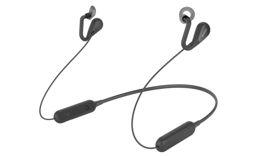 耳をふさがないオープンイヤースタイルのイヤホンなら、音楽を聴きながら会話が楽しめるぞ