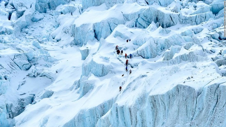 エベレスト、中国側シーズン打ち切り ネパール側登山隊も退却 コロナ懸念