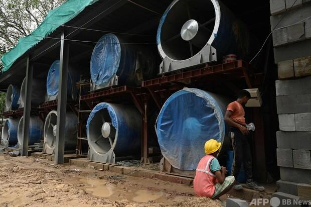 大気汚染が深刻なインド・ニューデリー 送風機40台で綺麗な空気を送り込む