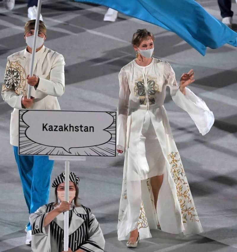 カザフスタン「お姫様」と話題 東京五輪開会式ファッションチェック