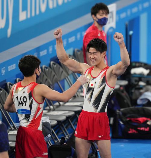 内村航平にメダルを!体操団体、日本が総合1位通過 橋本大輝がけん引