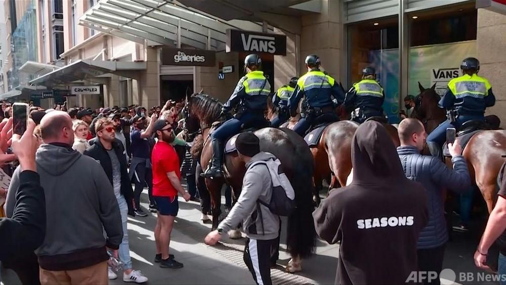 動画:豪、反ロックダウンデモに数千人参加 警察と衝突、逮捕者も