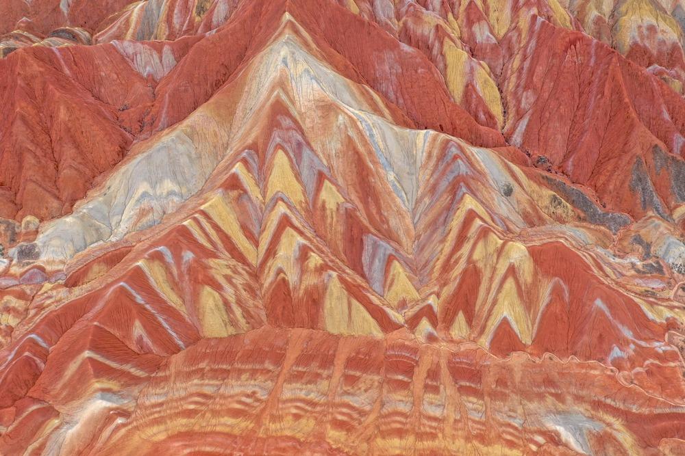大自然が織りなす鮮やかな造形美、張掖世界ジオパーク 甘粛省