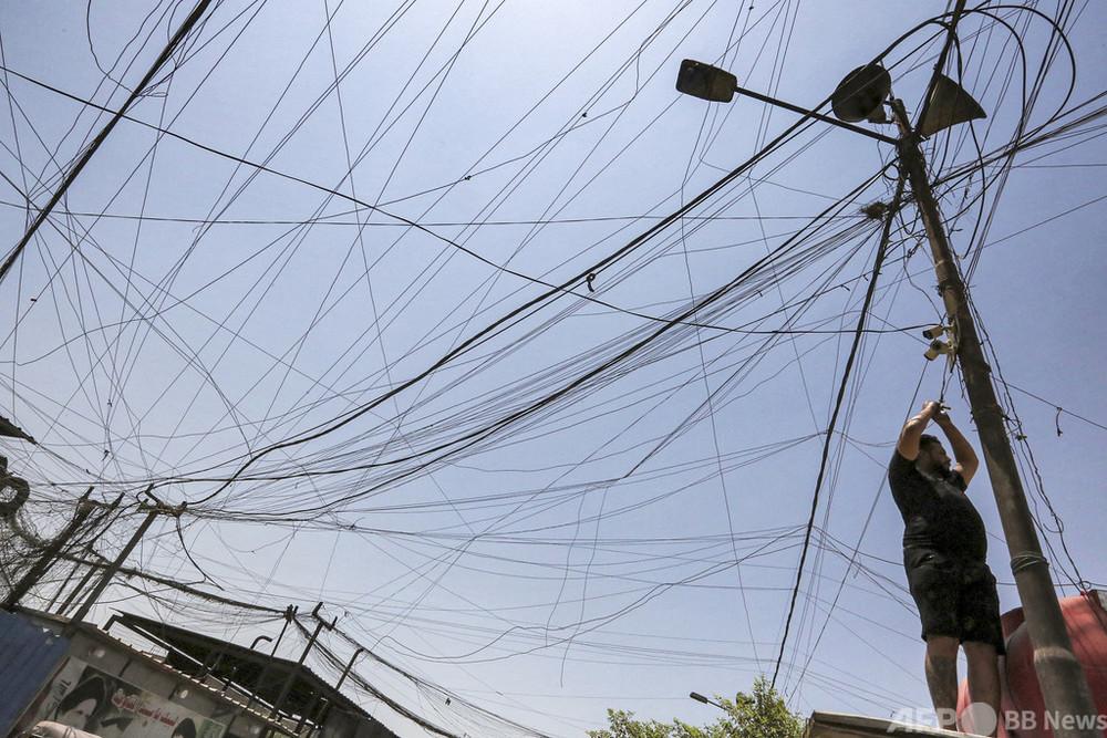 酷暑のなか停電長期化、自家発電で近隣世帯に電力 イラク首都