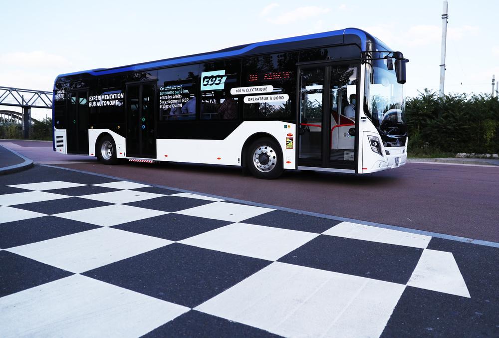 中国製自動運転バス、仏で実証実験