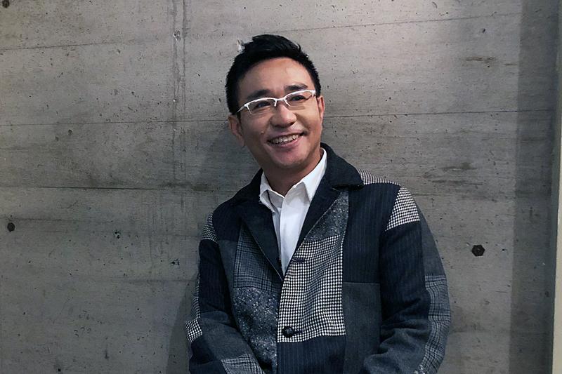 八嶋智人にインタビュー~大原櫻子・小泉今日子と共演する、シス・カンパニー『ミネオラ・ツインズ』は「新しく挑戦できる芝居」