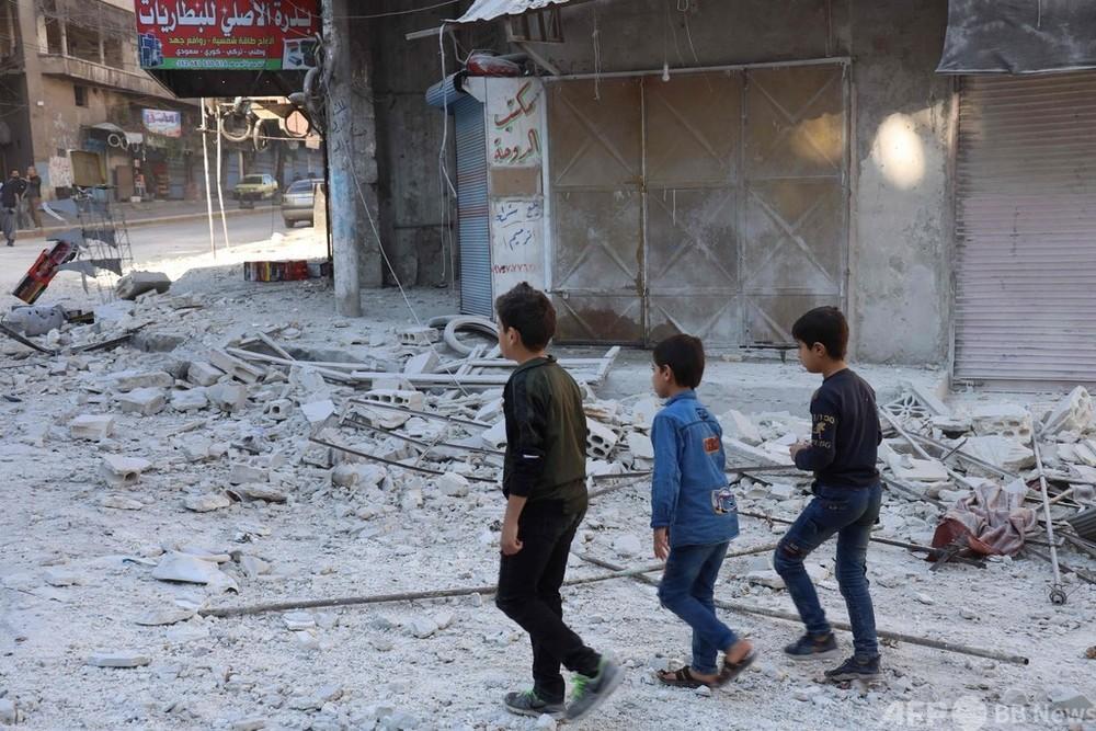 シリア軍、反体制派の町砲撃 1日の死者27人に